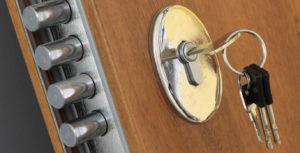 Come sostituire un cilindro della serratura